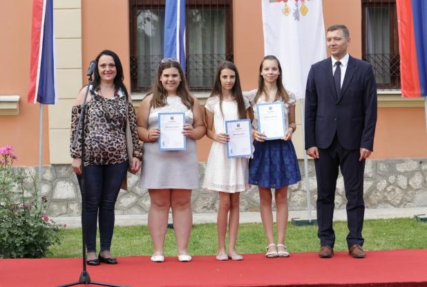 Ученици наше школе са градоначелником Небојшом Зеленовићем