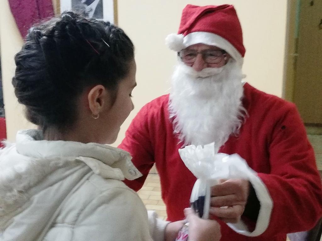Деда Мраз је дошао у Школу